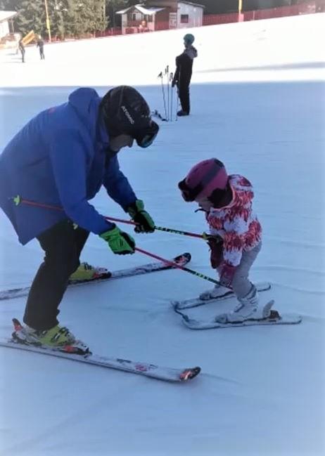 Lecții de ski pentru copiii mici de la 3 la 4 ani cu scoala de ski R&J Ski School Poiana Brasov
